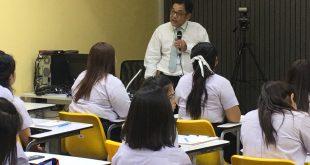 ผู้อำนวยการโรงพยาบาลมหาราชนครศรีธรรมราช เข้าพบนักศึกษา มอบทุนการศึกษา